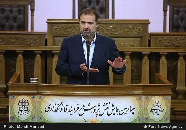 حضور مدیرعامل شرکت مهندسان مشاور پی خاک بوم ، آقای مهندس رحیمیان، در چهارمین همایش نقش پژوهش در فرآیند قانون گذاری در تاریخ 1394/9/24 در مجلس شورای اسلامی